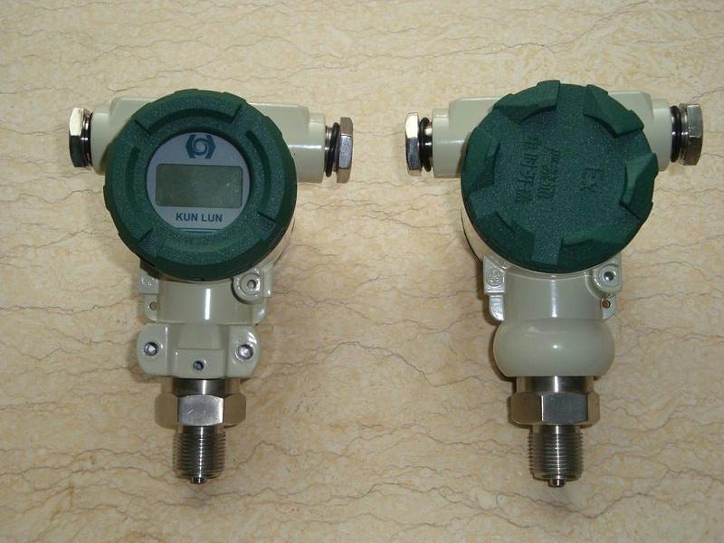 Pressure transmitter for measuring corrosive media